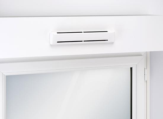 Außenluftdurchlass ZUROH 100/ ZUROH 110 für den Rollladenkasten Kategorienbild mit EInbausituation am Fenster